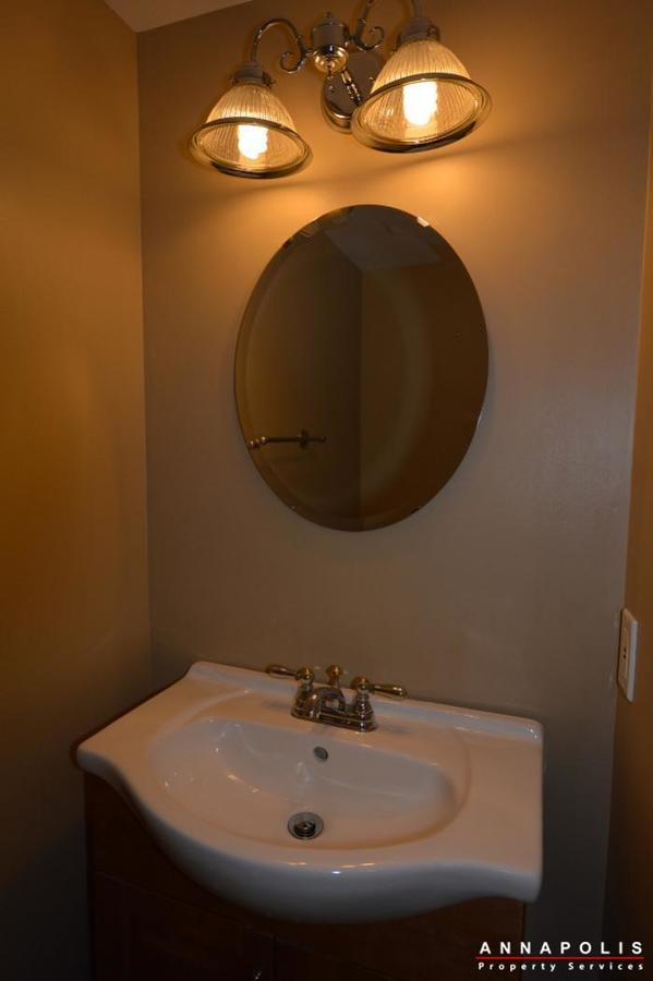 1400-foxwood-court-id692-half-bath