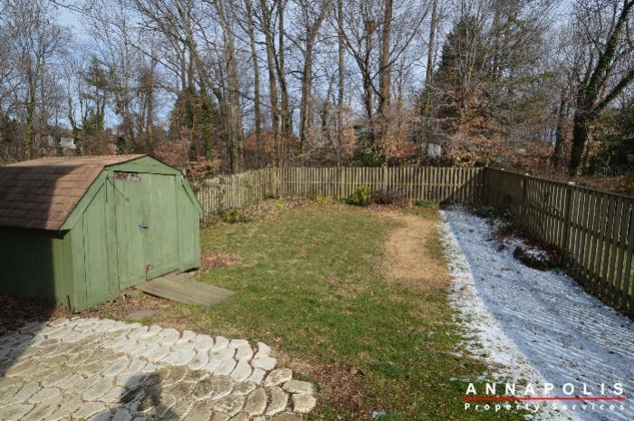 1400-foxwood-court-id692-back-yard-a