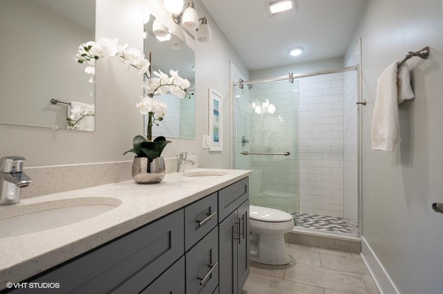6_4347nhazel2_8_bathroom_lowres
