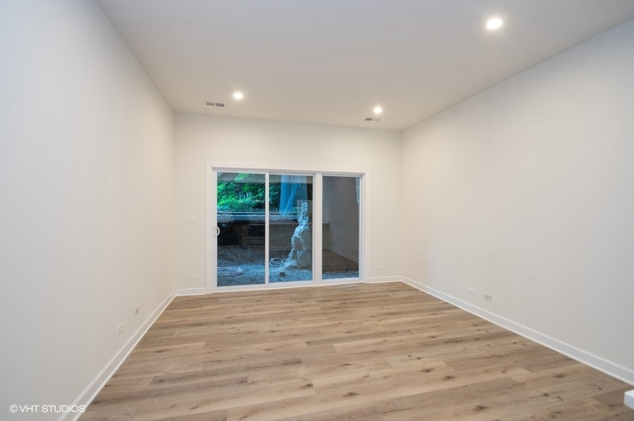 1 621wbelmontunit104 1 livingroom lowres