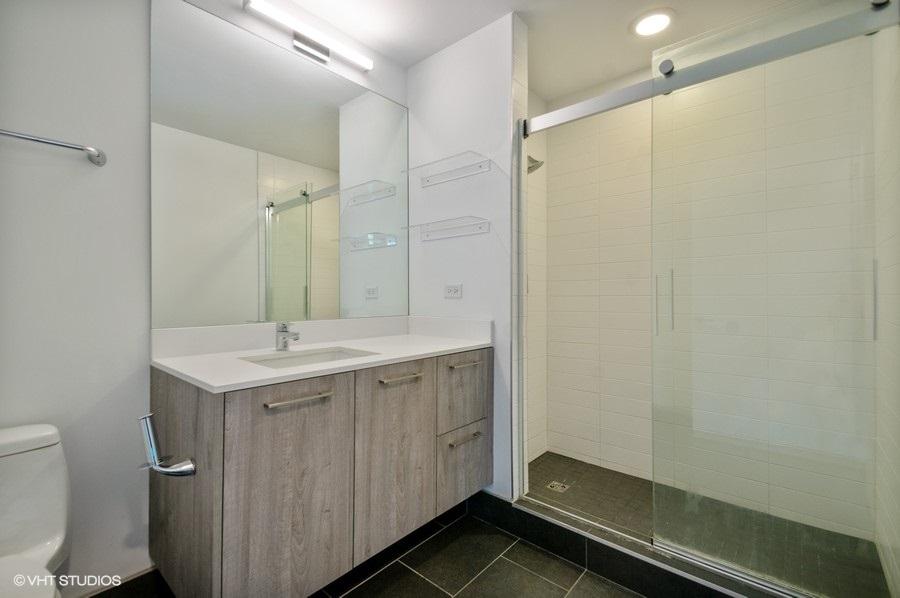 4 1714wroscoe202 8 bathroom lowres