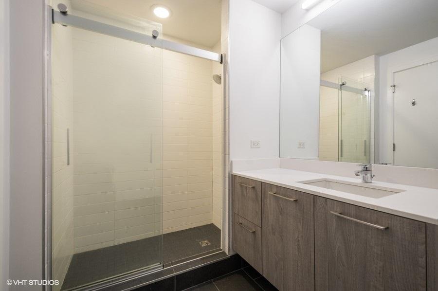 4 1714wroscoe507 8 bathroom lowres