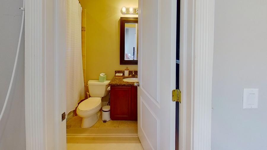 6300 n rockwell st bathroom