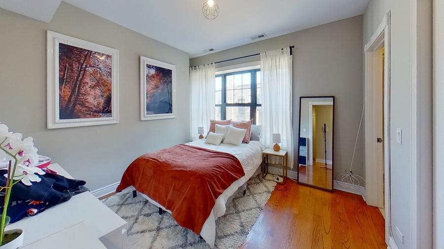 6300 n rockwell st bedroom