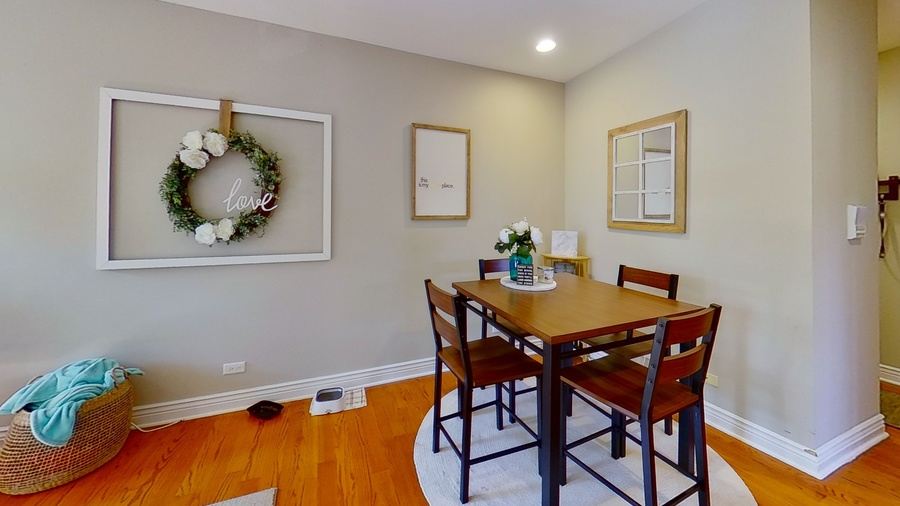 6300 n rockwell st dining room