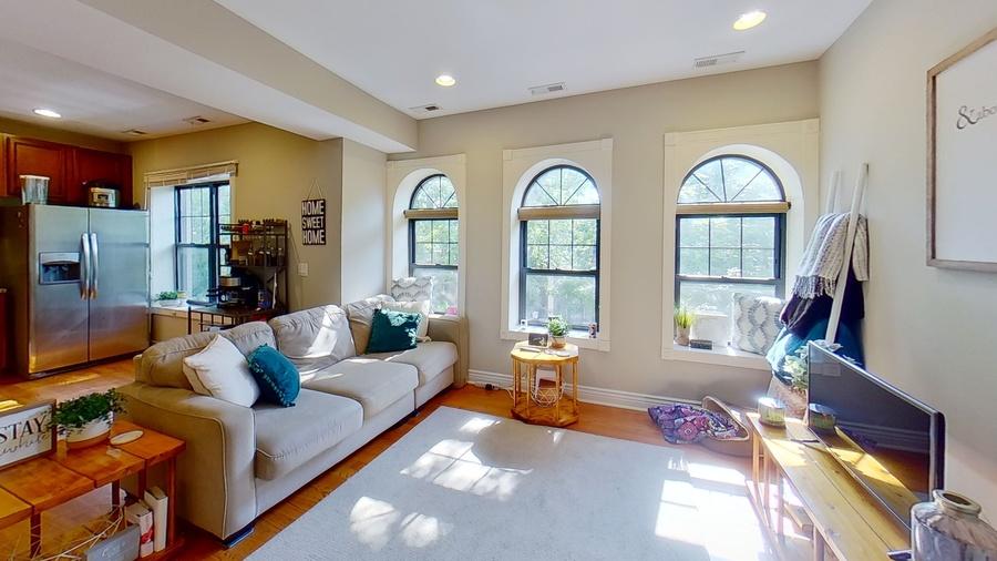 6300 n rockwell st living room