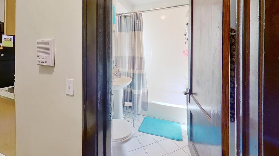 12_1931-grove-ave-bathroom_enhanced