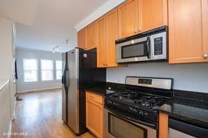 3 1156wcornelia1 91 kitchenlivingroom lowres