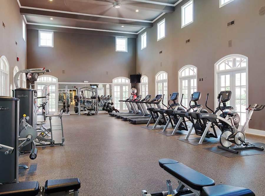 Memorialheights amenity exterior fitness center4