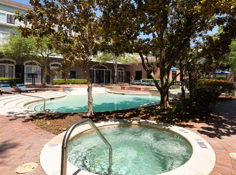 Memorialheights amenity exterior pool9