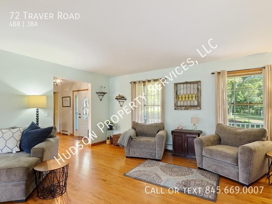 04 72traverrd 165 livingroom hires