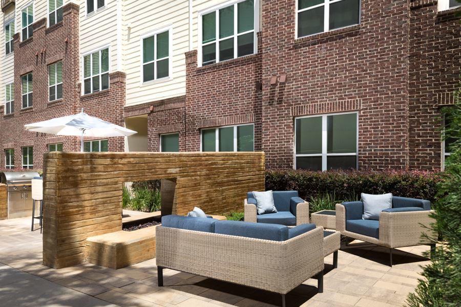 Districtatgreenbriar courtyard hires 03