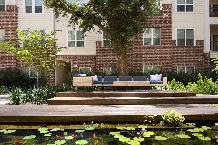 Districtatgreenbriar courtyard hires 09