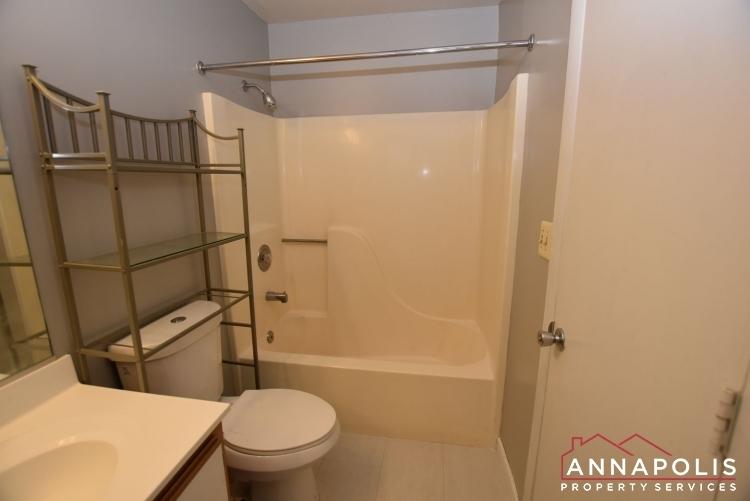 50e-greystone-court-id1115-main-bathroom-b