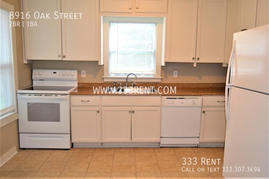 5.kitchen_with_white_appliances