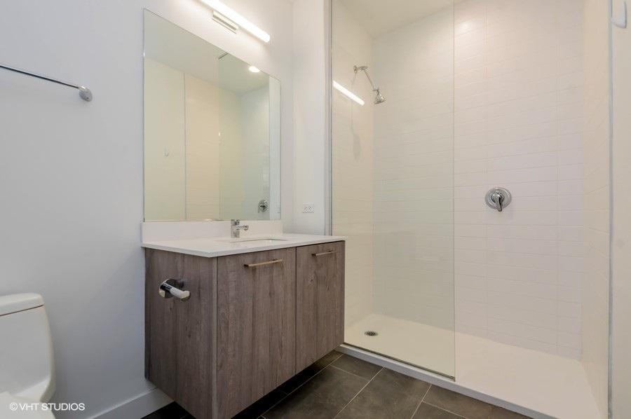 4 3418nlincolnavenue206 8 bathroom lowres