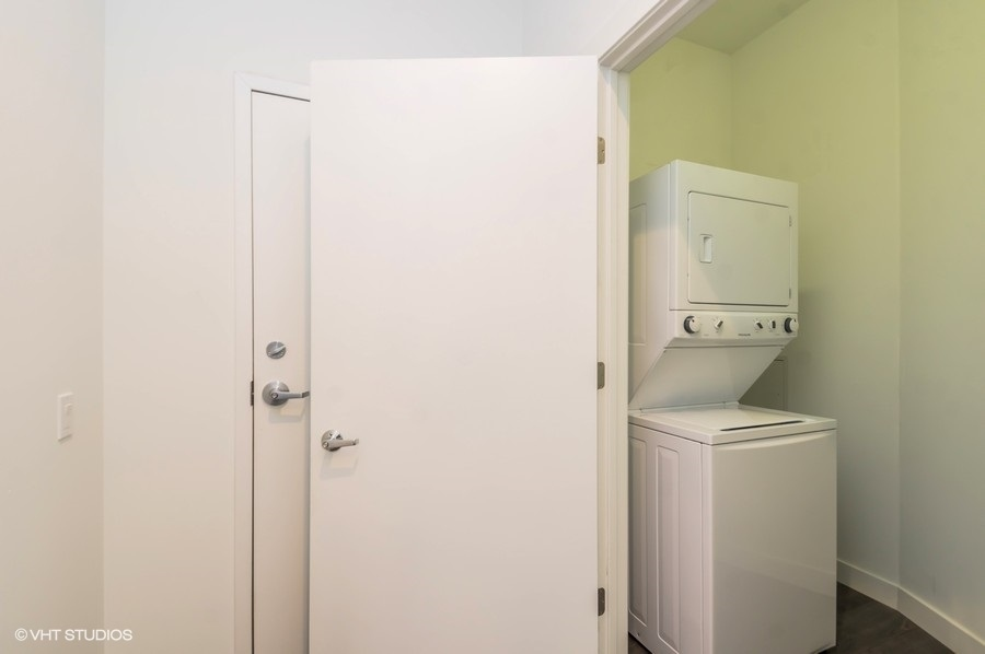 5 3418nlincolnavenue206 44 laundryroom lowres