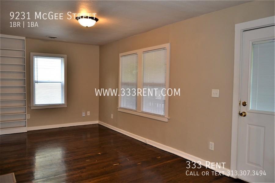 3.front room with hardwood floor