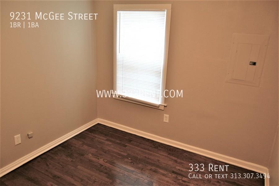 4.bedroom with hardwood floor