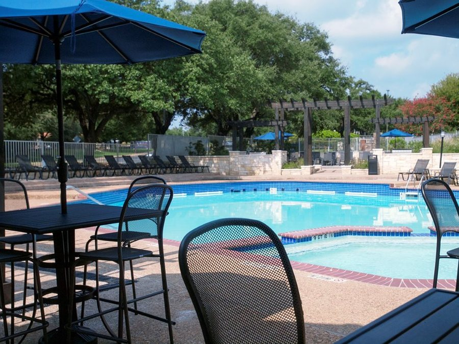 Milo apartments pool1