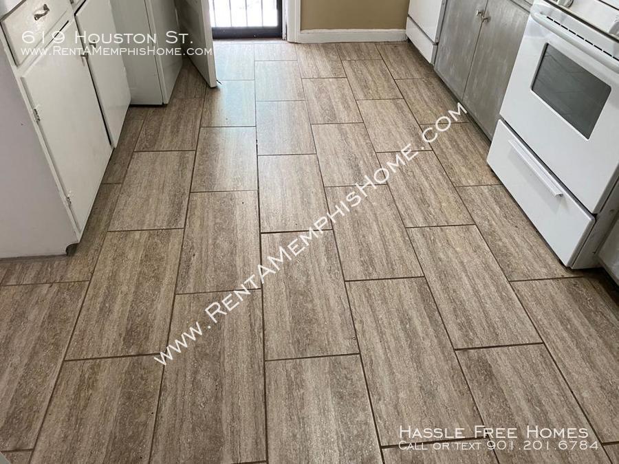 619 houston   kitchen floor