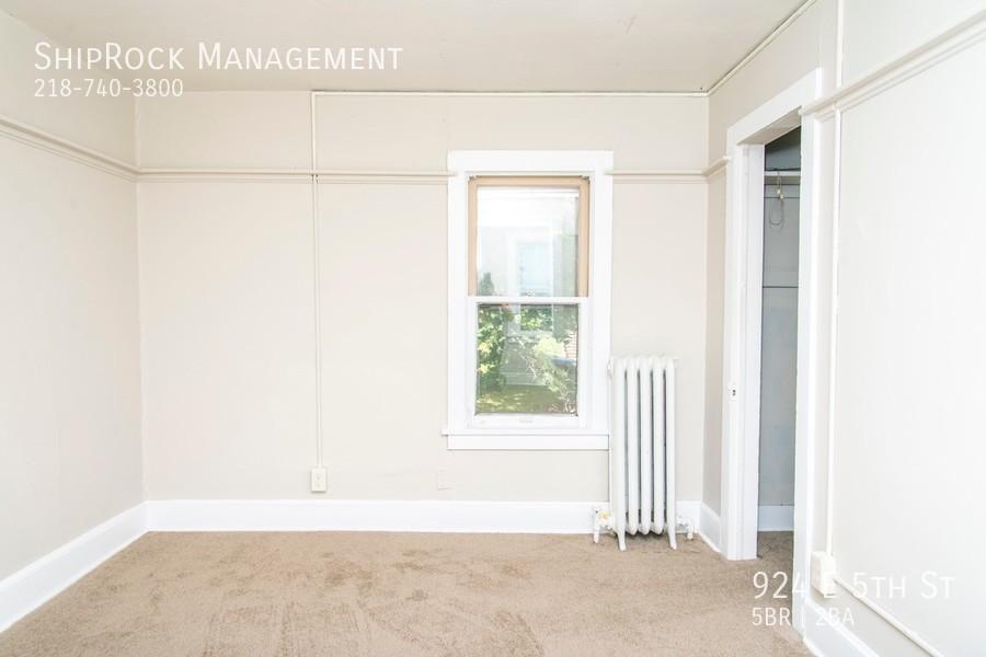 924 e 5th st bedroom1
