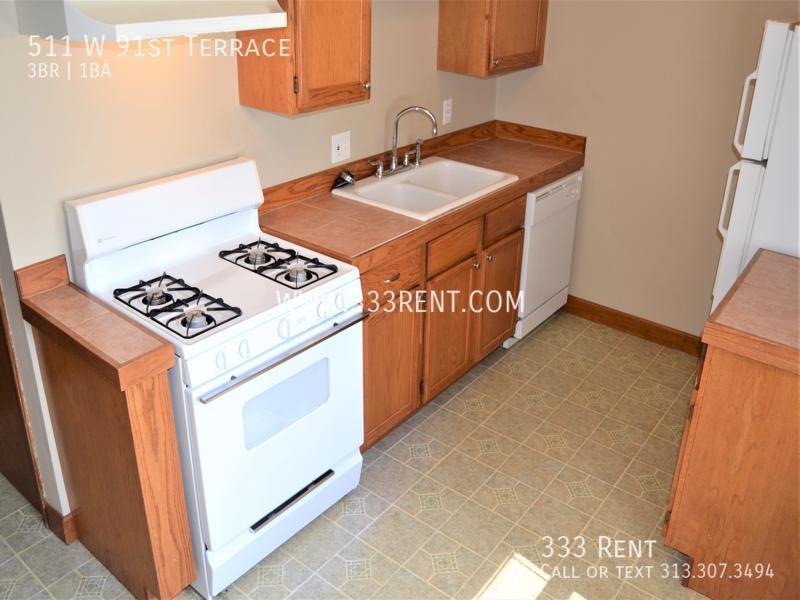 3galley kitchen