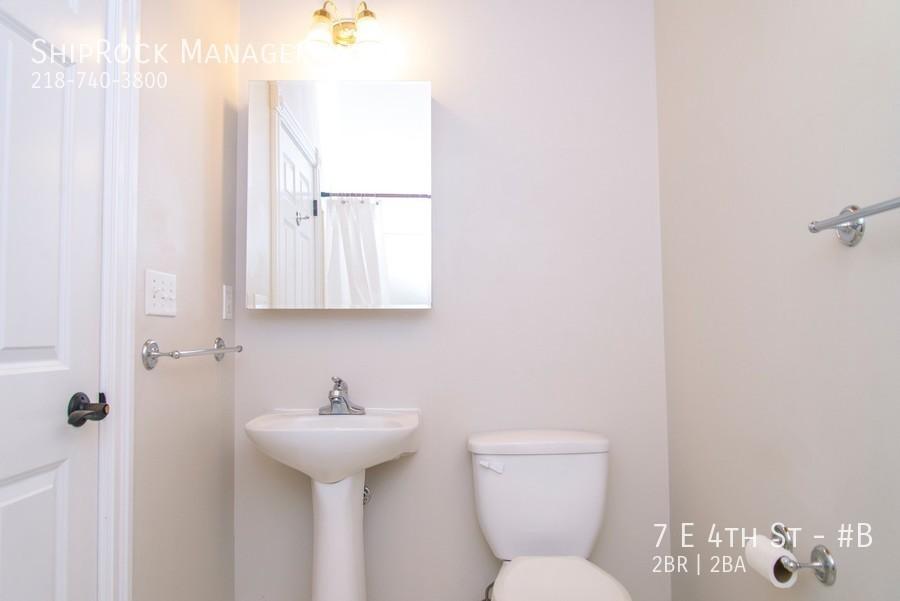 Lakeview condos 7b bathroom
