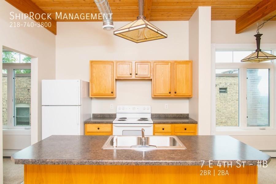 Lakeview condos 7b kitchen