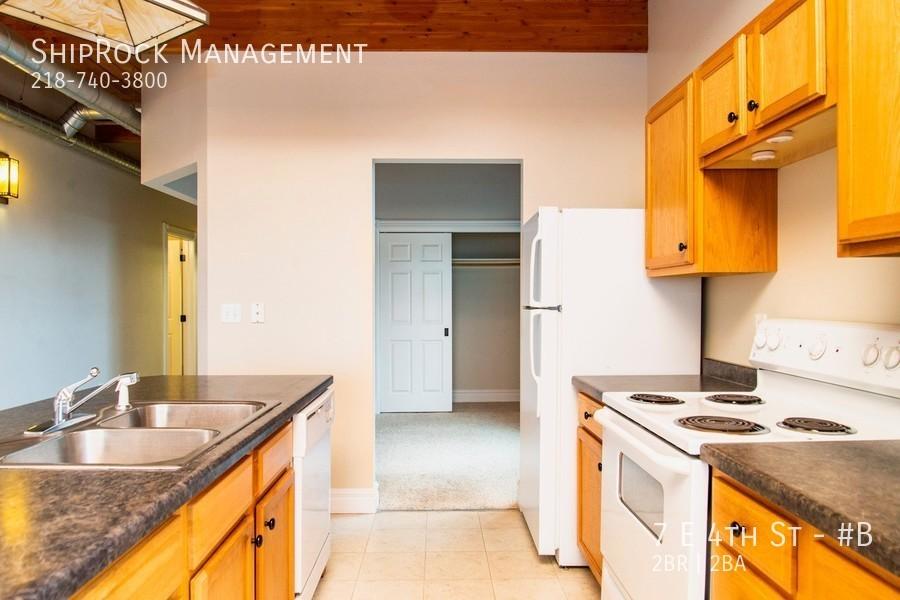 Lakeview condos 7b kitchen1