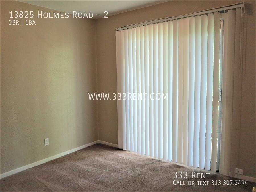 5bedroom 1 with patio doors