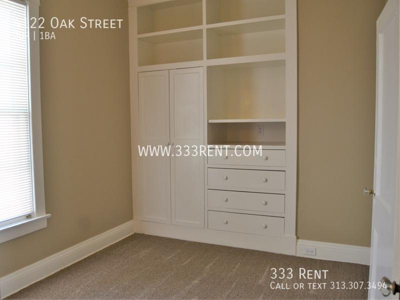 10built in wall unit bedroom 1