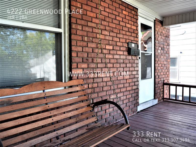 1covered front porch