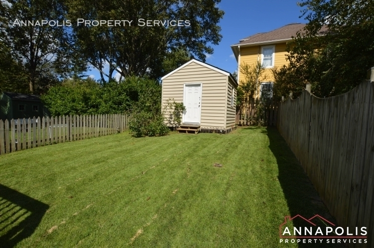 902 bank st id1128 back yard and shed