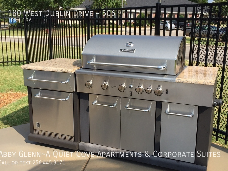 18 outdoor kitchen with gas grill   refrigerator