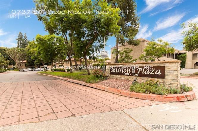 Mission plaza 1