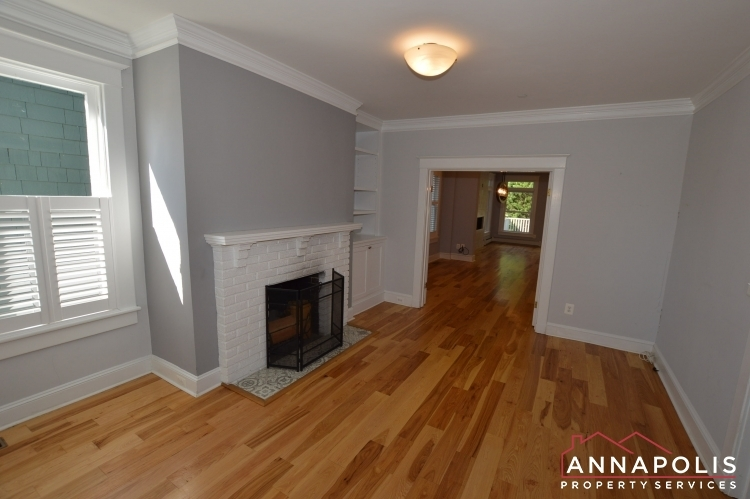 6 revell st id1130 front living c