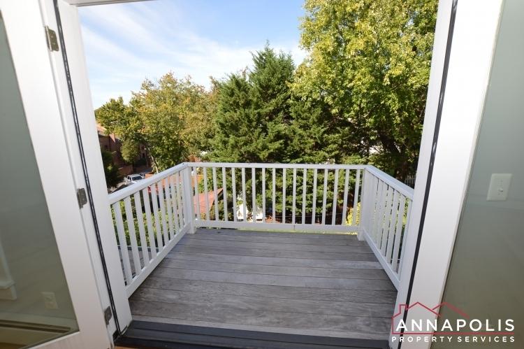 6 revell st id1130 master balcony