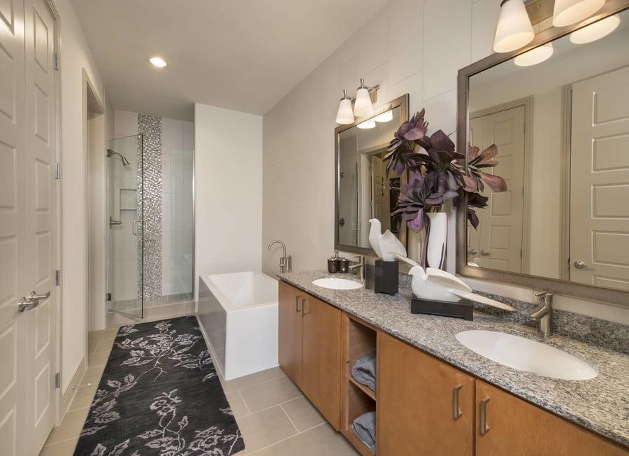 Apartmentriver fiori unit1056 b2g 2017 bathroom bg