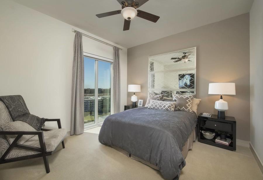Apartmentriver fiori unit1056 b2g 2017 bedroom2 bg