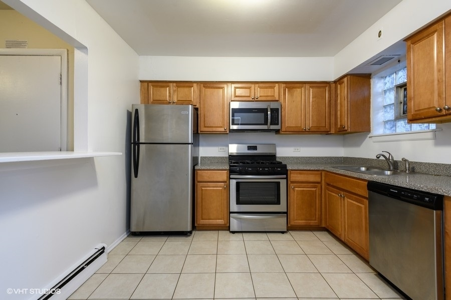 2 2003wtouhy204 5 kitchen lowres