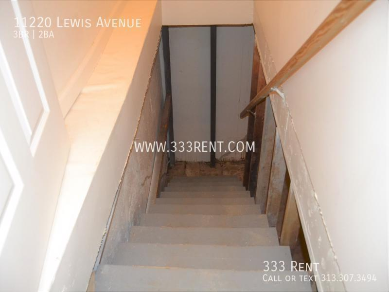 12stairs leading to basement