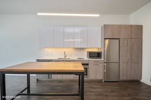 2 3418nlincolnavenue205 5 kitchen lowres