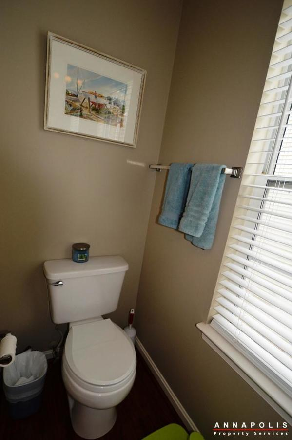 935-forest-hills-ave-id702-half-bath-a