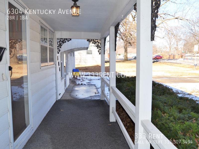 1covered porch