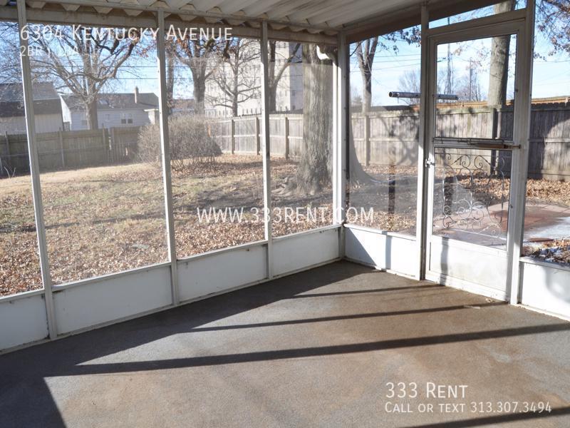 10screened porch