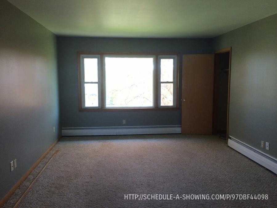 1008 W Bluff St, Marquette, MI 49855