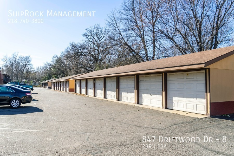 Driftwood plaza apartments parking