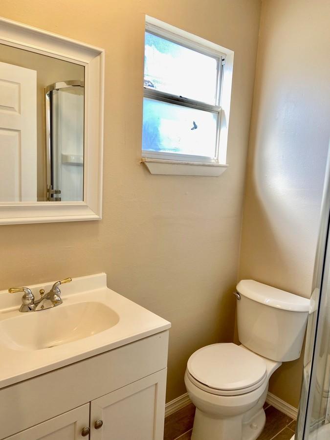 Downtains bathroom 2