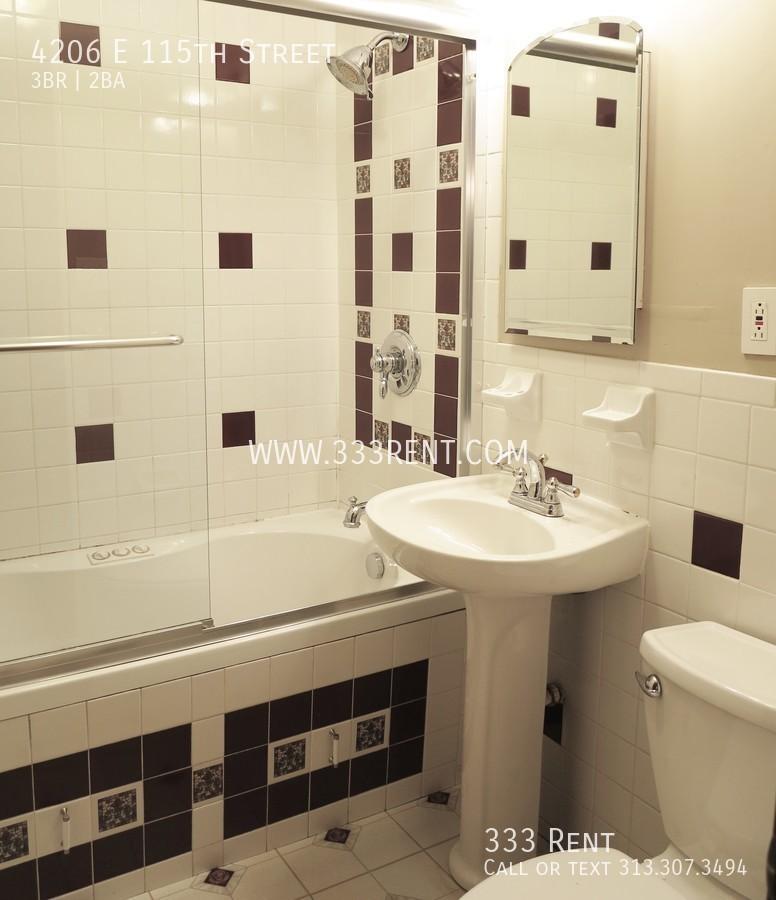 5bmain bathroom